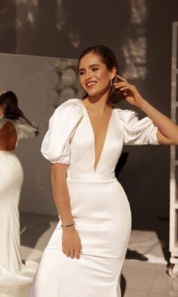 Свадебное платье с коротким объемным рукавом
