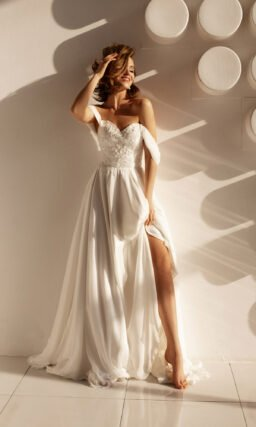 свадебное платье с декорированным корсетом