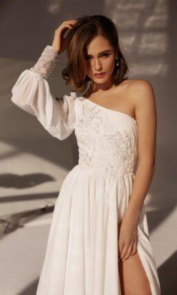 Свадебное платье с одним рукавом