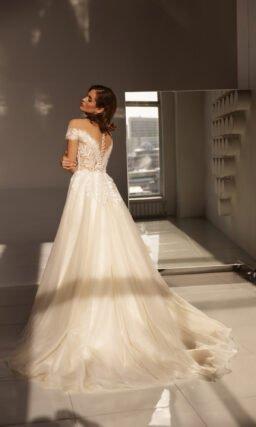 свадебное платье ванильного оттенка