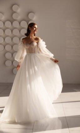 Свадебное платье с широким рукавом