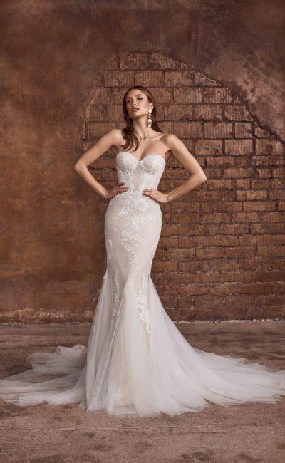 Свадебное платье рыбка в пудровом оттенке с ажурным декором