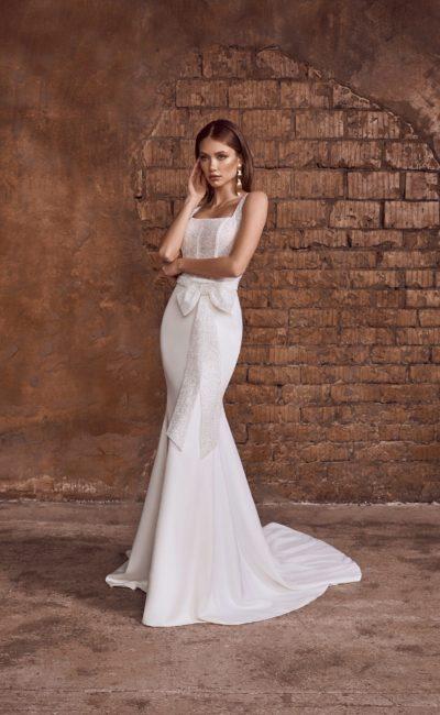 Свадебное платье рыбка с бантом