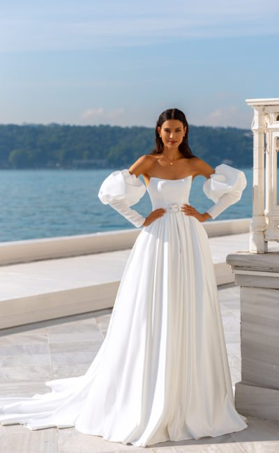 Платье со съемными широкими рукавами