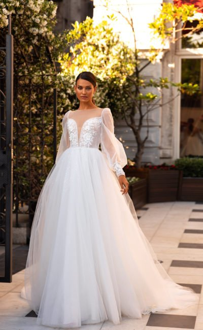 Пышное платье с широким рукавом