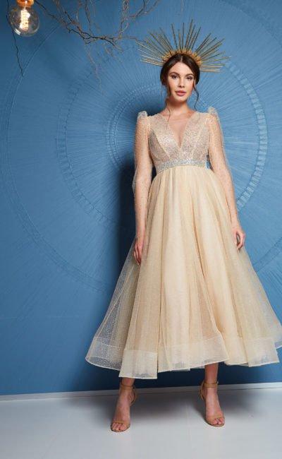 Короткое цветное платье миди длины