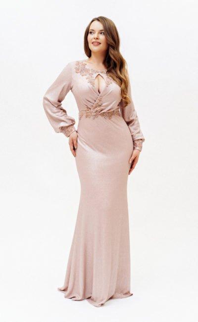 Розовое платье с рукавом