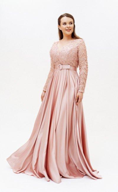 Розовое длинное платье с поясом