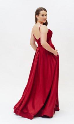 Платье бордового цвета с поясом
