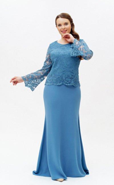 Голубое платье с рукавами