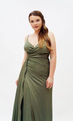 Зеленое открытое платье