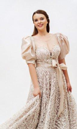 Бежевое платье с бантом