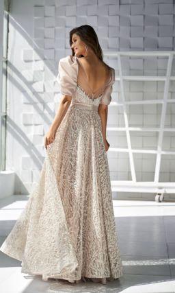Платье с короткими пышными рукавами