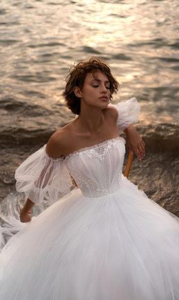 Свадебное платье с воздушным съемным рукавом