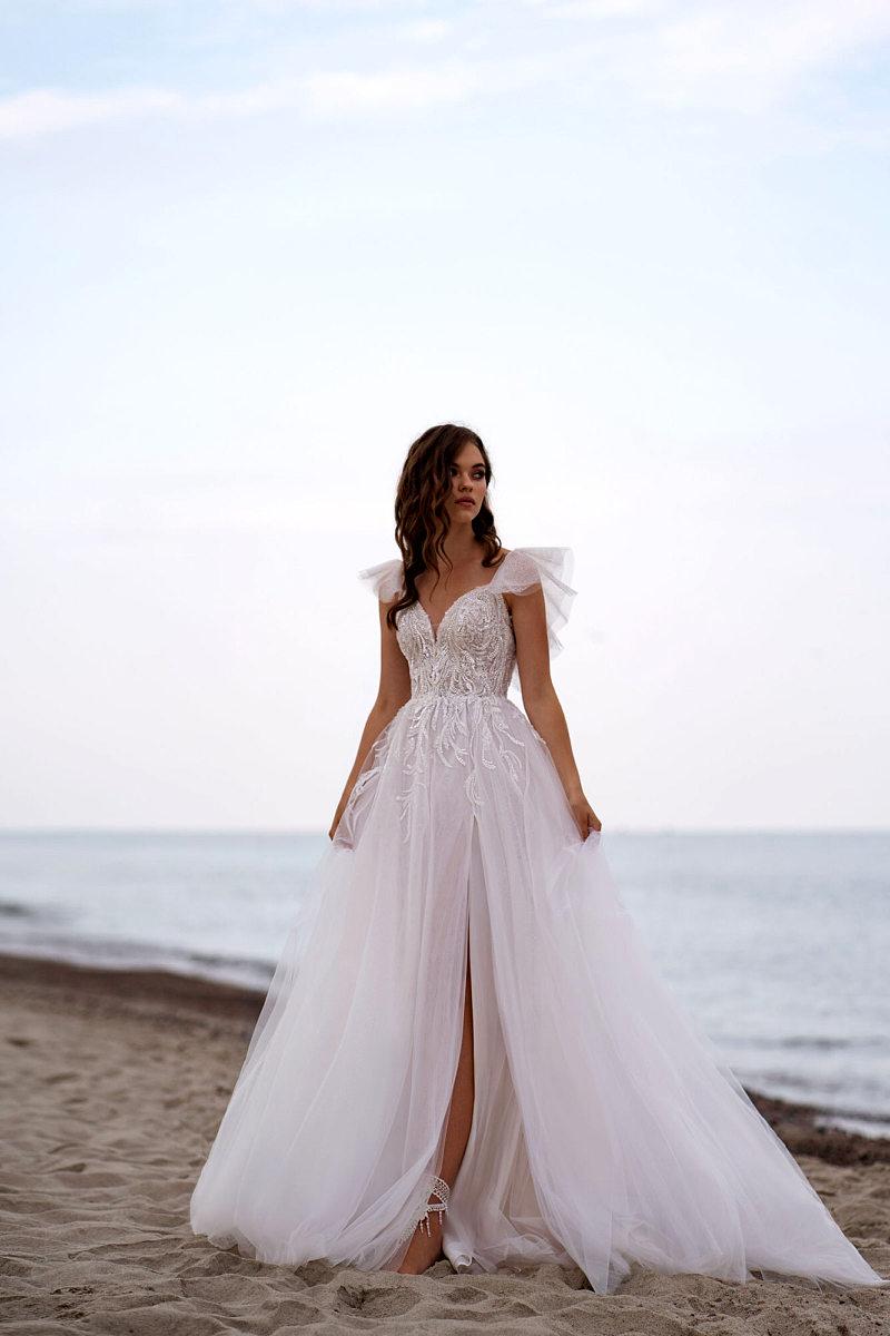 Свадебное платье с рукавами крылышки