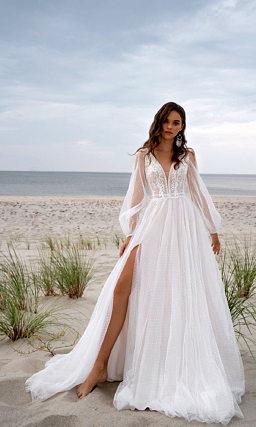 Свадебное платье с длинным воздушным рукавом