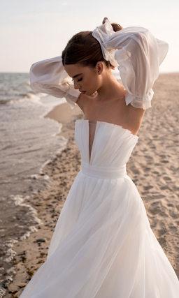 Свадебное платье со съемным рукавом